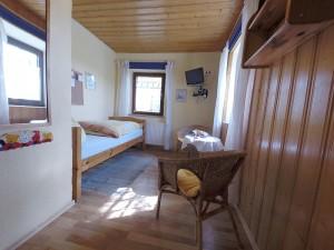 Einzelzimmer mit Blick in den Raum